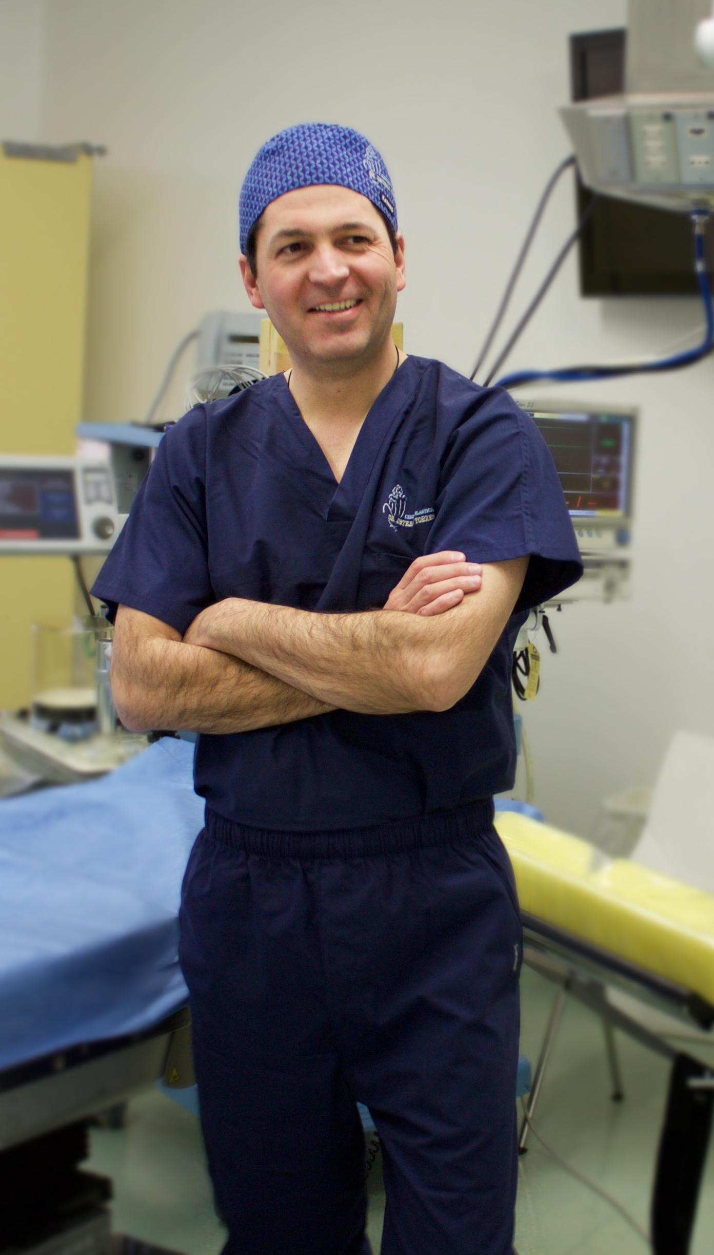 Acreditaciones, Dr. Esteban Torres
